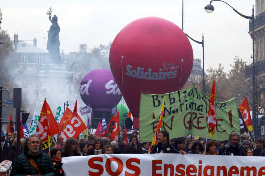Le cortège de la manifestation s'est élancé de la place de la République, jeudi16novembre 2017, à Paris.