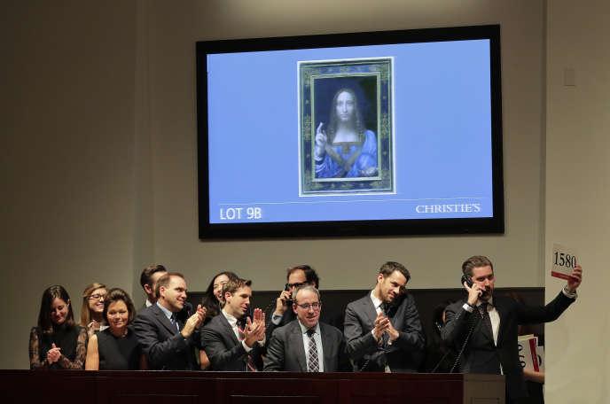 Lors de la vente aux enchères du « Salvator Mundi », toile deLéonard de Vinci, chez Christie's, à Londres, le 15 novembre 2017.