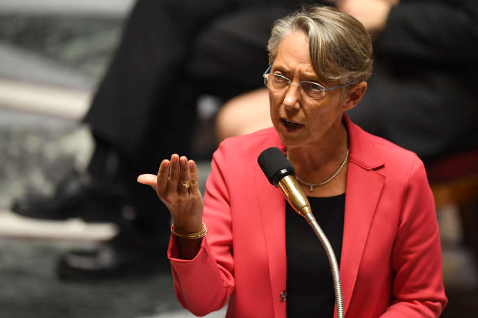 Elisabeth Borne, ministre des transports, durant la session de questions au gouvernement à l'Assemblée nationale, le 24 octobre.