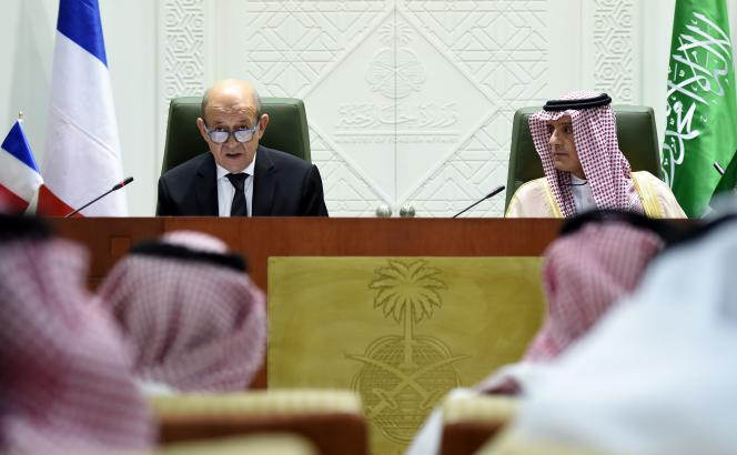Le ministre des affaires étrangères français, Jean-Yves Le Drian, et son homologue saoudien, Adel Al-Joubeir, le 16 novembre à Riyad.