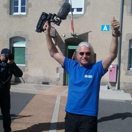 Le documentaristeLech Kowalski, après sa garde à vue à Guéret (Creuse), le 21 septembre.