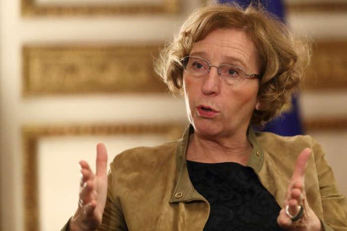 La ministre Muriel Penicaud, dans son bureau au ministère du travail, à Paris, le 15 novembre.