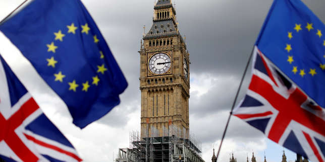 FILE PHOTO: Union Flags and European Union flags fly near the Elizabeth Tower, housing the Big Ben bell, during the anti-Brexit 'People's March for Europe', in Parliament Square in central London, Britain September 9, 2017.   REUTERS/Tolga Akmen/File Photo