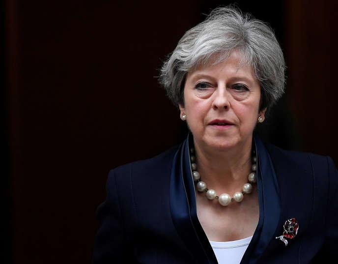« En finir avec l'assistanat nécessite cependant politiquement d'assurer que travailler paie» (Theresa May, le 1er novembre à Londres).