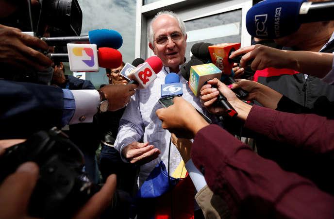 Antonio Ledezma a fait escale à Bogota en Colombie avant de partir en direction de l'Europe.