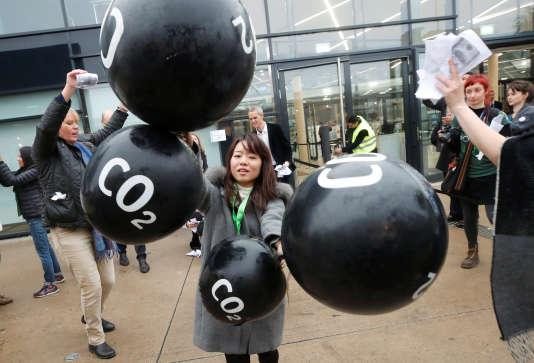 Manifestation contre les émissions de gaz à effet de serre lors de la COP23 à Bonn, le 17 novembre.