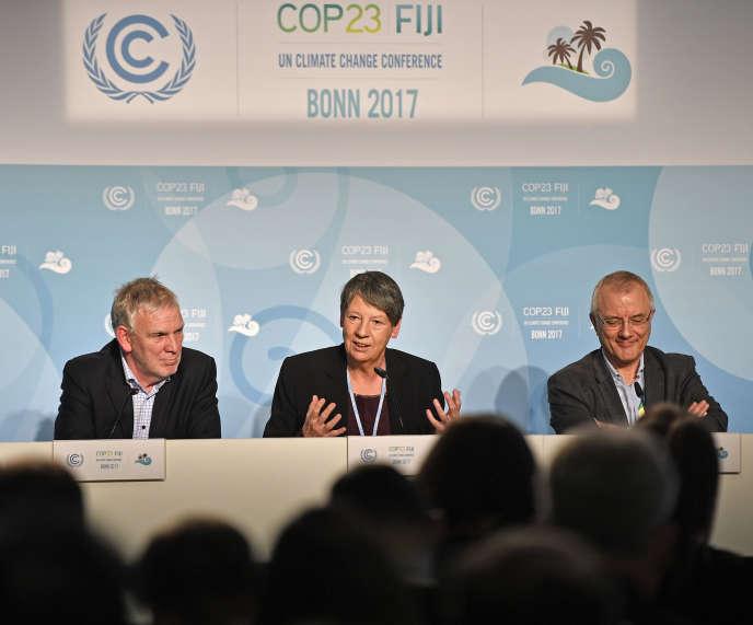 La ministre allemande de l'environnement, Barbara Hendricks (au centre), à la COP23 de Bonn, le 17 novembre.
