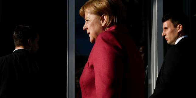 German Chancellor and leader of the Christian Democratic Union (CDU) party, Angela Merkel as she arrives at the CDU's headquarters for further exploratory talks with members of potential coalition parties to form a new government on November 17, 2017 in Berlin. / AFP / John MACDOUGALL