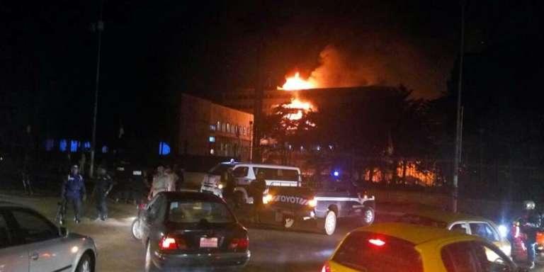 L'incendie s'est déclaré dans la soirée du jeudi 16 novembre 2017, à l'intérieur de la partie administrative de l'Assemblée nationale, à Yaoundé.