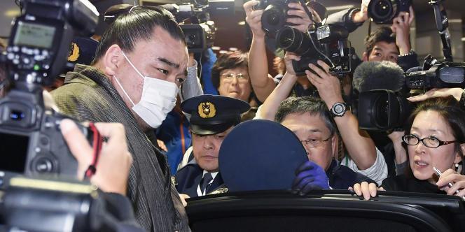 Le yokozuna Haramafuji le 16 novembre à Tokyo. Les médias ont affirmé qu'il avait été interrogé par la police.