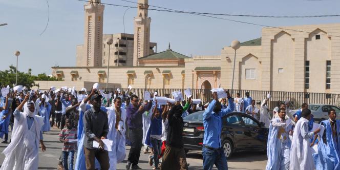 Manifestation à Nouakchott, le 10 novembre, pour protester contre la réduction de peine offerte à un blogueur précédemment condamné à la peine de mort pour blasphème.