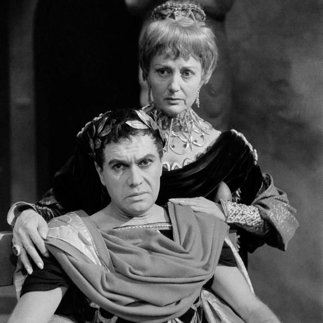 Robert Hirsch et Annie Ducaux dans la pièce «Britannicus», sur la scène du Théâtre français, à Paris en 1961.