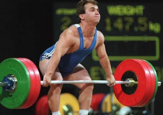 L'haltérophile turc Naim Suleymanoglu aux Jeux olympiques d'Atlanta, le 22 juillet 1996.(Dimitri Messinis / AFP)