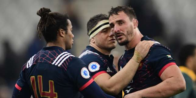 France's hooker Guilhem Guirado (C) France's wing Teddy Thomas (L) and France's number eight Louis Picamoles (R) react after defeat in the friendly rugby union international Test match between France and South Africa's Springboks at The Stade de France Stadium, in Saint-Denis, on the outskirts of Paris, on November 18, 2017. / AFP / Martin BUREAU