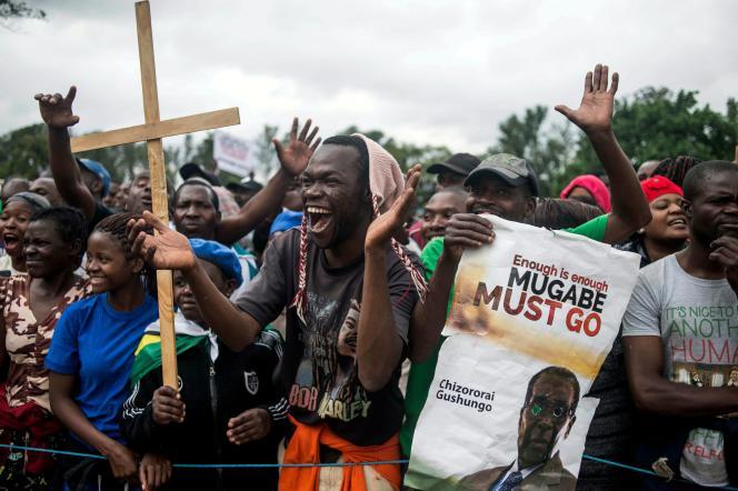 La manifestation était organisée à l'appel des vétérans (l'Association des vétérans de la guerre de libération nationale du Zimbabwe).