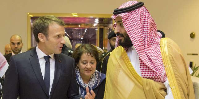 Mohammed Ben Salman, aux côtés d'Emmanuel Macron, à Riyad, le 9 novembre.