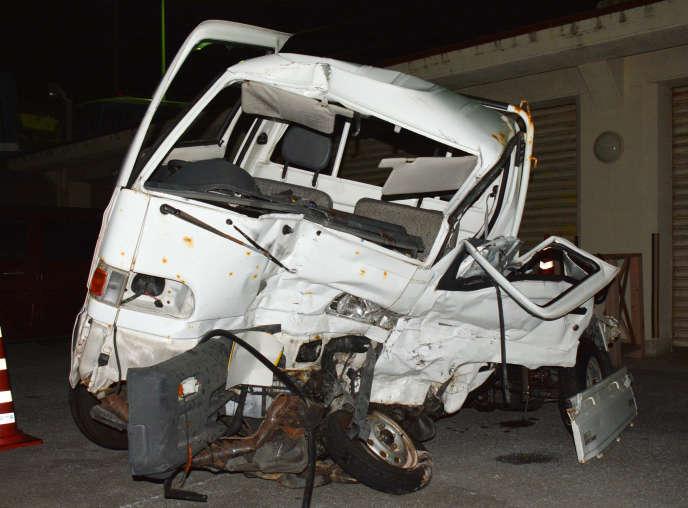 Le véhicule accidenté à la suite d'une collision avec un camion conduit par un militaire américain saoul, dimanche 19 novembre, à Okinawa.