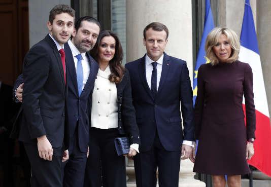 Le couple présidentiel accueille Saad Hariri, son épouse et son fils aîné, sur le perron de l'Elysée, le 18 novembre.