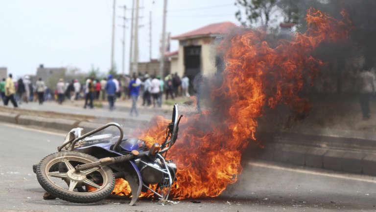 Quatre personnes ont été retrouvées mortes, dimanche 19 novembre, dans le bidonville de Mathare, au nord-est de la capitale kényane. Ces événements ont provoqué des échauffourées, alors que la police se déployait sur place.