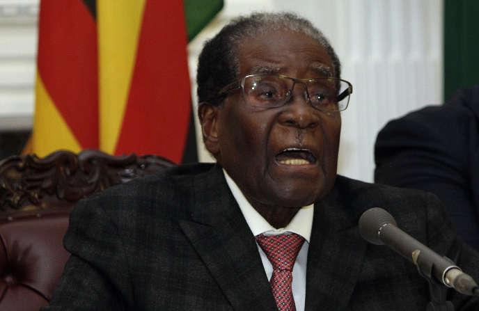 Le président Robert Mugabe, pendant son allocution diffusée en direct à la télévision, le 19 novembre.