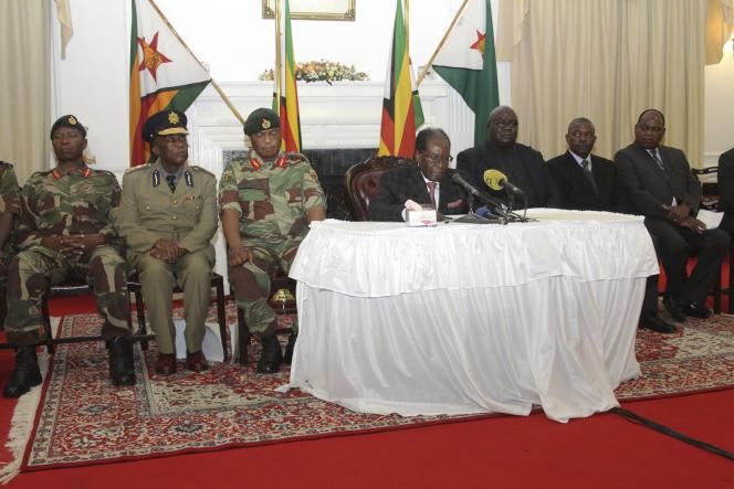 Le président zimbabwéen, Robert Mugabe, lors de son allocution à la télévision nationale, le 19 novembre à Harare.