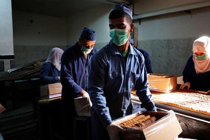 Production de biscuits à l'usine Al-Wada, dans la bande de Gaza.