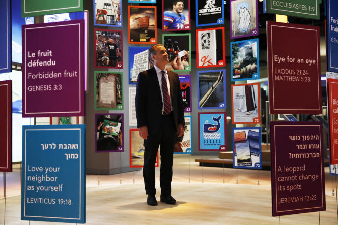 Steve Green, propriétaire de la chaîne de magasins de loisirs créatifs Hobby Lobby, est le fondateur et principal mécène du Musée de la Bible.