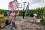 Des militants de Bold Nebraska, association qui s'oppose au futur oléoduc Keystone XL, le 29 juillet,à Silver Creek (Nebraska), sur son tracé.