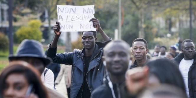 Manifestation à Paris le 18 novembre 2017, contre l'esclavage des Subsahariens en Libye.