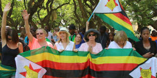 Locals attend a prayer meeting called to force Zimbabwean President Robert Mugabe to resign outside Parliament Building in Harare, Zimbabwe, November 20, 2017. REUTERS/Philimon Bulawayo