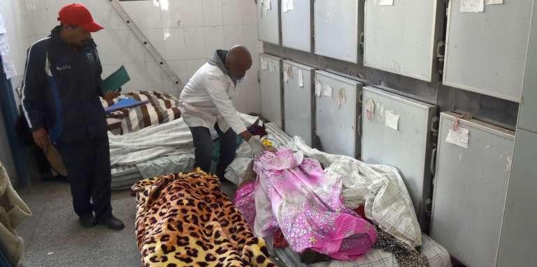 Le 20 novembre 2017, à la morgue d'Essaouira, plusieurs corps de victimes tuées la veilledans une bousculade lors d'une distribution d'aide humanitaire dans la localité de Sidi Boulaalam.