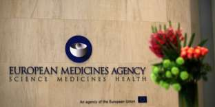The logo of the European Medicines Agency is seen inside their offices after the visit of Spanish Health Secretary, Dolors Montserrat in Canary Wharf, east London on May 2, 2017. / AFP PHOTO / Daniel LEAL-OLIVAS