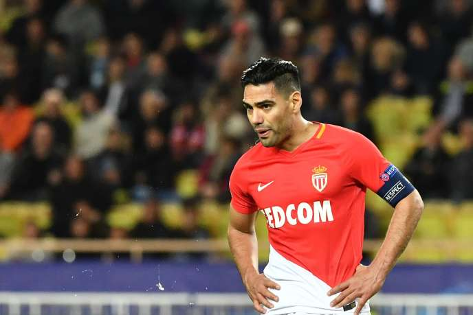 Radamel Falcao est déçu : son club est éliminé de toutes les compétitions européennes.