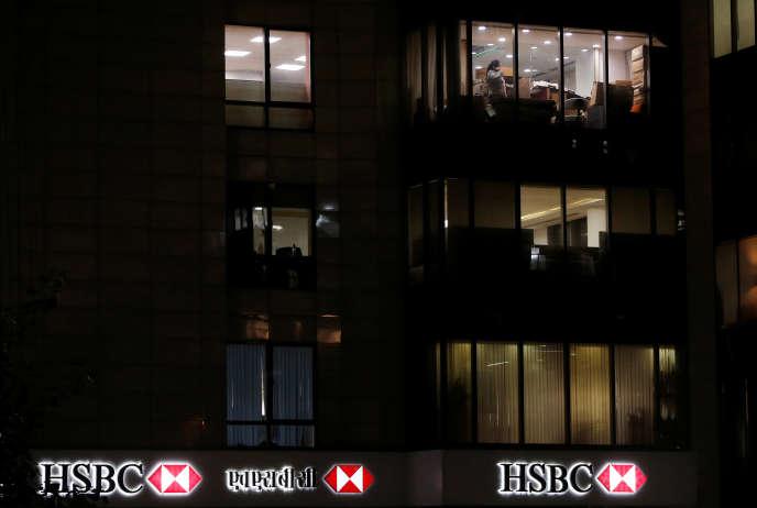 «L'expérience montre qu'une très grande majorité des entreprises exposées à des poursuites en matière de corruption aux Etats-Unis optent pour la voie négociée en se détournant du procès. En effet, les entreprises ont besoin de prévisibilité, et un procès peut être bien plus aléatoire qu'une transaction permettant de solder plusieurs poursuites à la fois.» (Photo : les bureaux de la banque JSBC à New Delhi, le 21 novembre).