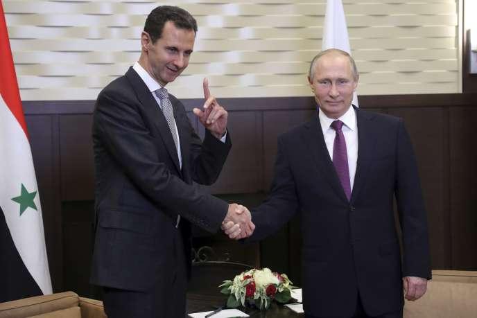 Le président russe Vladimir Poutine (à droite) et son homologue syrien Bachar Al-Assad, le 20 novembre, à Sotchi.