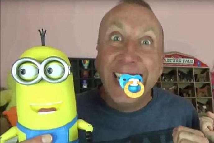 Greg Chism mettait en scène ses enfants sur la chaîne « Toy Freaks ».