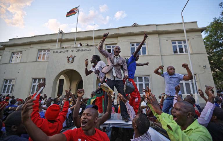 Zimbabwe: Mugabe a démissionné, selon le président du Parlement