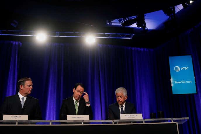 Les dirigeants de l'opérateur télécoms AT&T durant leur conférence de presse à New York, le 20 novembre. L'autorité de la concurrence américaine a annoncé le 20 novembre sa décision d'attaquer en justice la fusion entre AT&T et Time Warner.