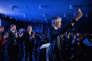Le candidat à la présidence de Les Républicains, Laurent Wauquiez, salue son public à l'issue d'un meeting de campagne, le 20 novembre 2017 à Paris.