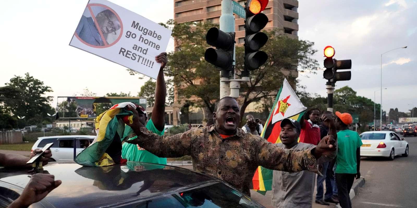 Scènes de liesse dans les rues d'Harare après la démission de Robert Mugabe, le 21 novembre.