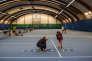 Michel Goffin, le père du champion belge David Goffin, prépare l'échauffement d'une de ses élèves de la «Magic Tennis School», à Barchon en Belgique, le 20 novembre 2017.