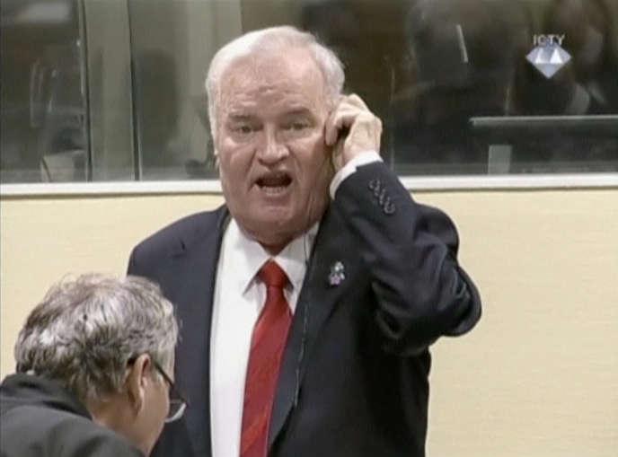 Ratko Mladic au Tribunal pénal international pour l'ex-Yougolslavie, à La Haye, le 22 novembre 2017.