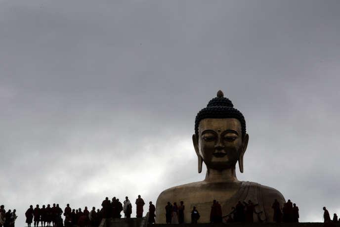 A Thimphou, le Bouddha Dordenna, édifié pour les 60 ans de l'ex-roi Jigme Singye Wangchuck, a été financé par des mécènes chinois.