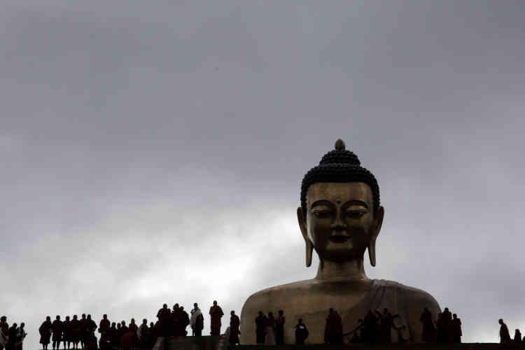 Le Bouddha Dordenna qui domine la capitale, Thimphou, a été érigé pour les 60 ans de l'ex-roi Jigme Singye Wangchuck et financé par des mécènes chinois.