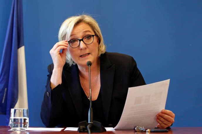 Marine Le Pen le 22 novembre au siège du FN, à Nanterre.