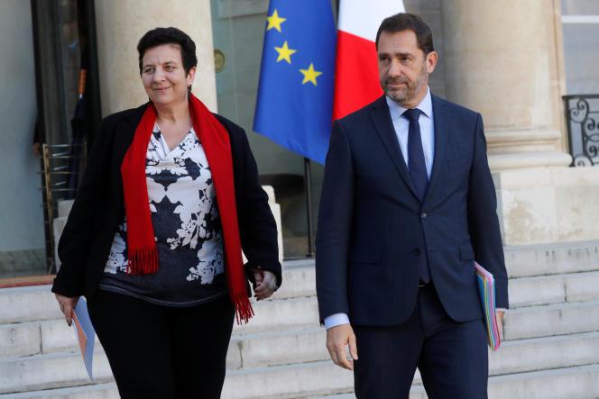Frédérique Vidal, ministre de l'enseignement supérieur, en compagnie de Christophe Castaner, alors ministre des relations avec le Parlement, quittent l'Elysée après le conseil des ministres du 22 novembre 2017.