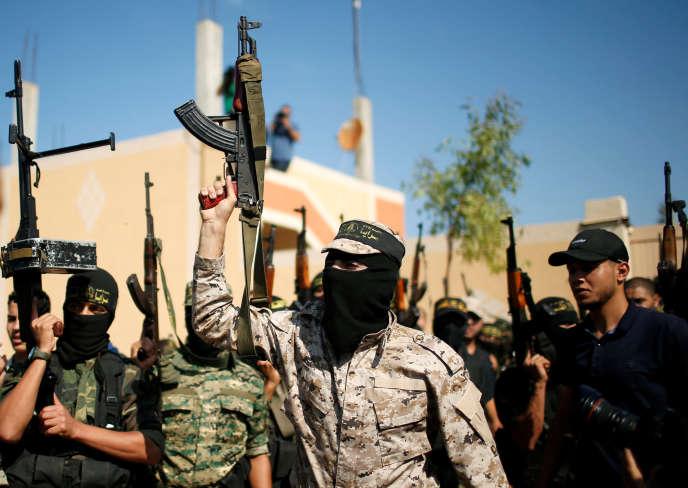 Des membres du Jihad islamique, aux funérailles de l'un d'entre eux, au lendemain de sa mort dans la destruction du tunnel vers Israël, à Gaza, le 31 octobre.