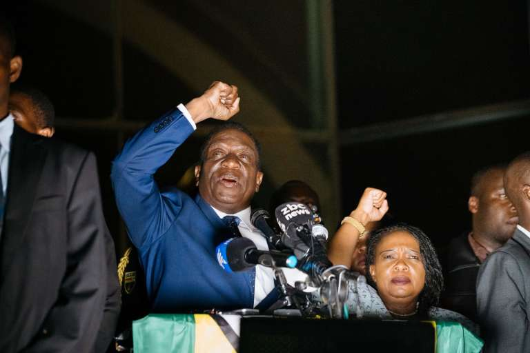 Emmerson Mnangagwa, devant le siège du parti Zanu-PF, mercredi 22 novembre à Harare.