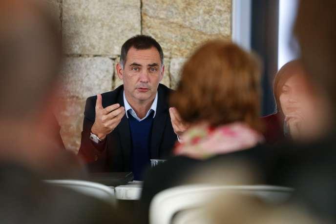 Le président du Conseil exécutif de Corse, Gilles Simeoni, lors d'un meeting de campagne le 20 novembre, à Olivese (Corse-du-Sud).