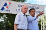 Patrick Stefanini et François Fillon lors d'un meeting pour la primaire de la droite, à Sablé-sur-Sarthe, le 28 août 2015.